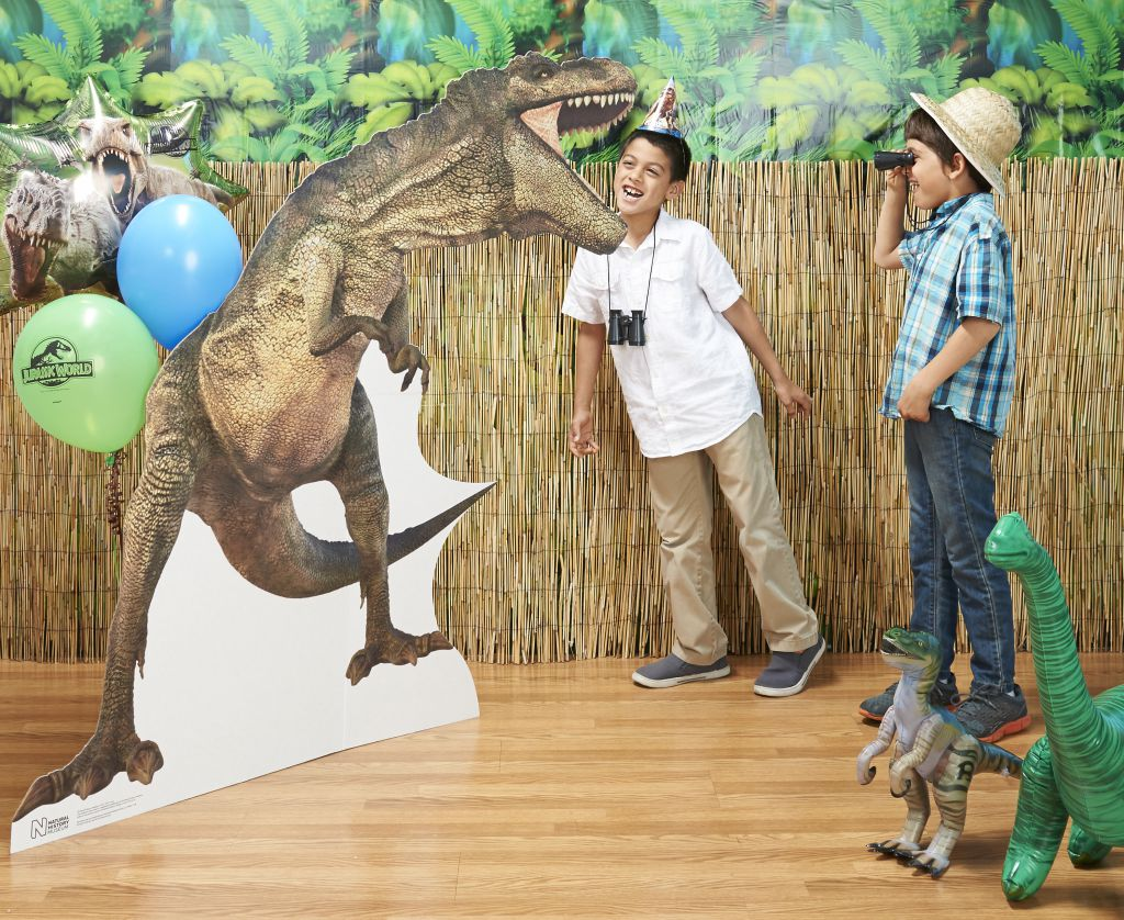 Jurassic World Stand Up with kids (1)