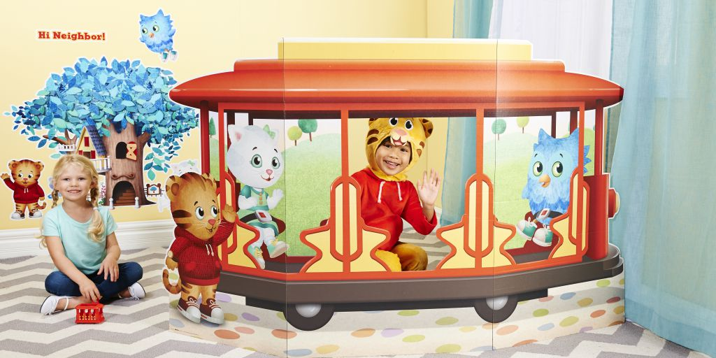 Daniel Tigers Neighborhood LS_stand up (1)