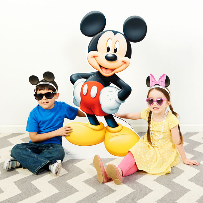 backdrops are included with this photo booth but the frames can let you get so creative even with just a blank wall minnie and mickey mouse - Mickey Mouse Photo Frames